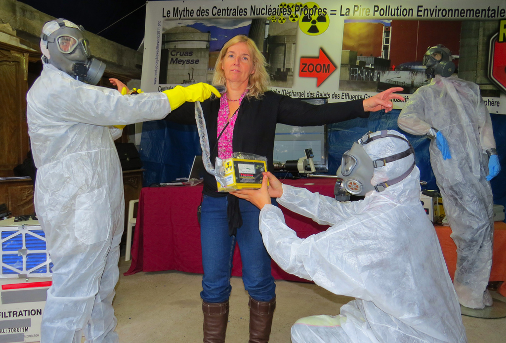 Tricastin_Demo_Controle_contamination_thyroide_02_11_2013_1024_IMG_2614