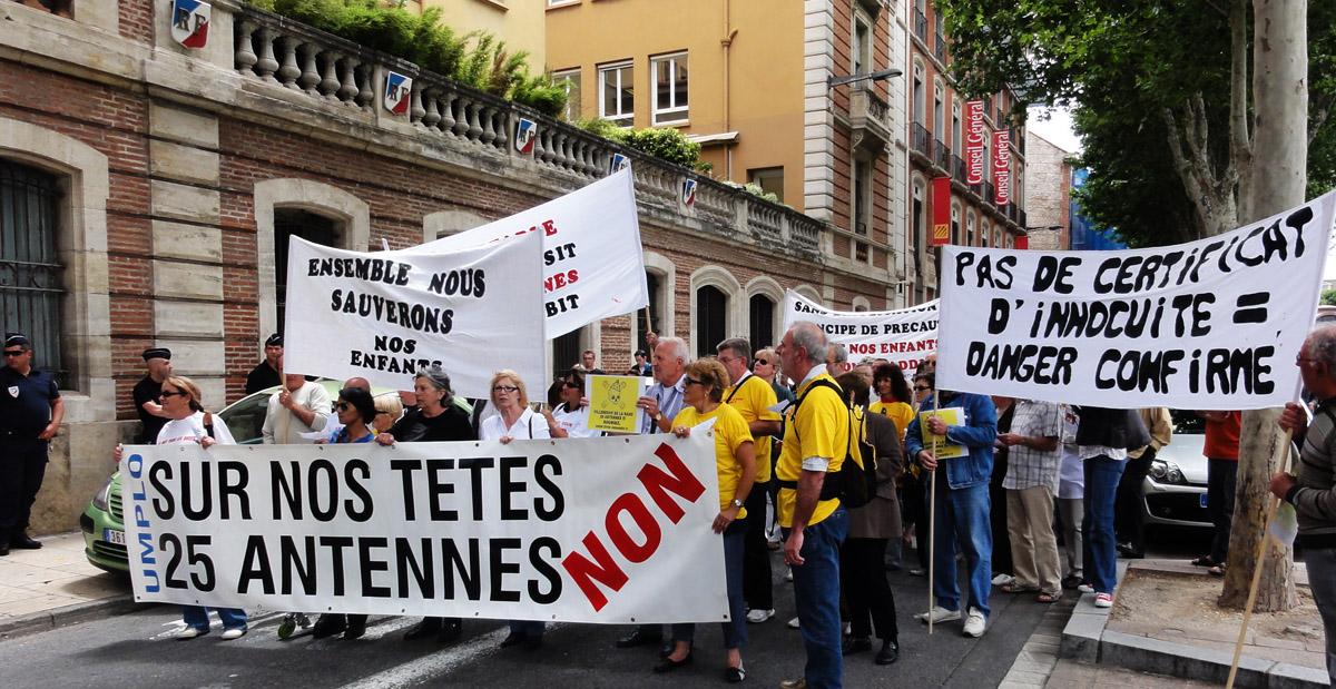 UMPLO_Villeneuve_de_la_Raho_Manifestation_antennes_relais_Perpignan_08_06_2011